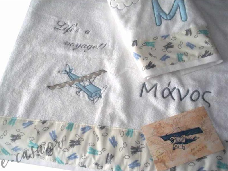 Σετ πετσέτες για δώρο βάπτισης με κεντημένο όνομα και αεροπλανο