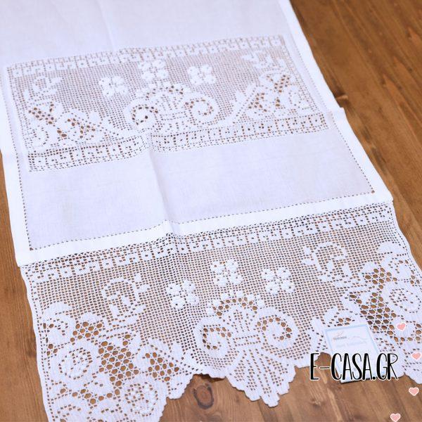 Κεντημένα Βαμβακερά κουρτινάκια Λευκά και διακοσμημένα με αζουρακι.