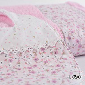 Πετσέτα ροζ με φλοράλ φάσα