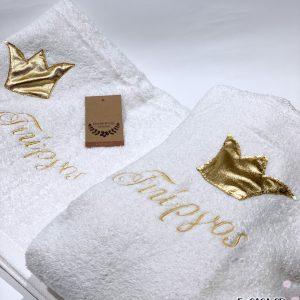 Δώρο βάπτισης μπουρνούζι και πετσέτα με χρυσή κορώνα και κεντημένο όνομα