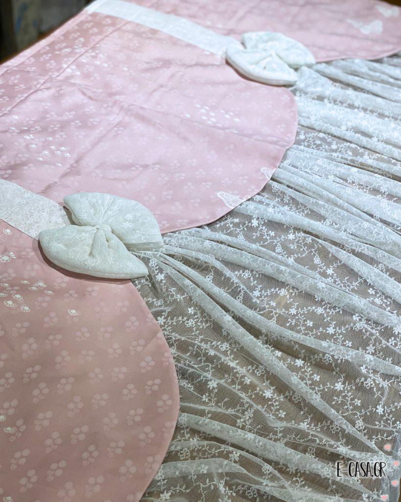 Κουρτίνα με εκρού δαντέλα συνδυασμένη με ροζ λαμπρικέν