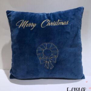 Χριστουγεννιάτικο μαξιλαράκι κεντημένο στεφανάκι