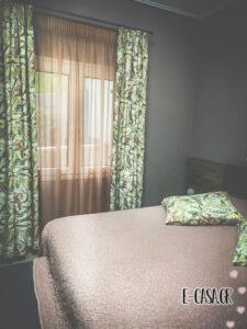 Κουρτίνα με τροπικό μοτίβο και ασορτί μαξιλαροθήκες