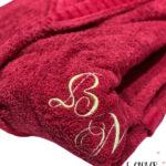 Δώρο Γάμου κόκκινα μπουρνούζια με κεντημένα μονογράμματα