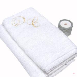 Δώρο Γάμου σετ πετσέτες λευκές με κέντημα και αρωματικό κερί